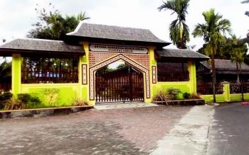 Istana Pangeran Mangkubumi yang dulunya adalah tempat tinggal istri PR. Imanudin, Tengku Dara, yang berasal dari Siak, Riau