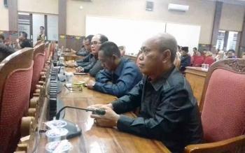 Agus Seruyantara (kanan), anggota Komisi I DPRD Kotim.