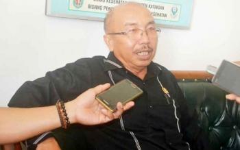 Ketua DPRD Katingan Ignatius Mantir Ledie Nussa saat memberikan keterangan pers, Kamis (9/3/2017).