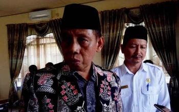Kepala Kantor Wilayah Kementrian Agama (Kakanwil) Provinsi Kalimantan Tengah Abdul Halim Haji Ahmad didampingi Kepala Kantor Kemenag Sukamara Suyarno.