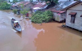 Wilayah Sungai Tabuk, Kota Buntok mengalami kenaikan debit air cukup signifikan. Pj Bupati Barsel meminta masyarakat Barsel waspada banjir.