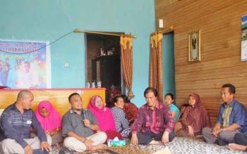 Anggota DPR RI Hamdhani saat serap aspirasi masyarakat desa Kujan, Kamis (9/3/2017).