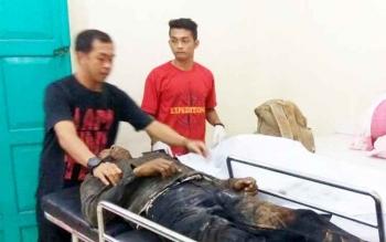 Jasad pasutri tewas kecelakaan saat tiba di kamar mayat RSUD Dr Murjani Sampit.