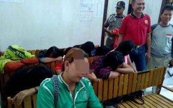 Sebanyak 10 PSK diamankan di kantor Satpol PP Kota Palangka Raya.