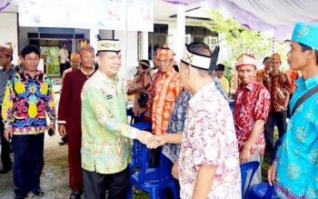 Bupati Kapuas Ben Brahim S Bahat melakukan kunjungan kerja ke Kecamatan Kapuas Hilir dalam Rangka Menyongsong Hari Jadi Kota Kuala Kapuas ke 211 dan Hari Ulang Tahun (HUT) Pemkab Kapuas ke 66, Kamis (9/3/2017).