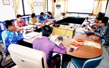 Bupati Barito Utara Nadalsyah saat memimpin rapat kerja tata batas kabupaten di Sekretariat Daerah Barut, Kamis (9/3/2017) siang