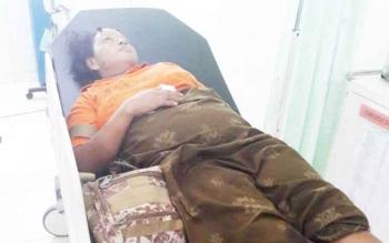 Ratna Sari mendapat perawatan di RSSI Pangkalan Bun seusai melahirkan di dalam Ambulans dan terlibat kecelakaan di Jalan Ahmad Yani Km 7 Pangkalan Bun, Jumat (10/3/2017) sekitar pukul 00.40 WIB.