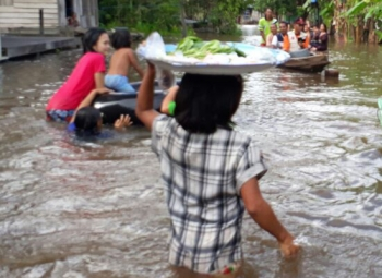 Banjir melanda Desa Hanjalipan, Kecamatan Kota Besi, Kabupaten Kotawaringin Timur, beberapa waktu lalu.