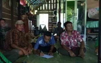 Panitia Pilkades Kabupaten saat turun langsung ke Desa Rantau Sawang, Kecamatan Telaga Antang, Kotim, Sabtu (11/3/2017)