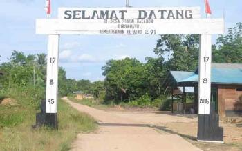 Jalan penghubung menuju Desa Sungai Bakanon, Kecamatan Permata Intan, Kabupaten Murung Raya.