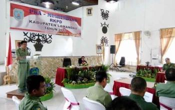 Asisten Daerah III Setda Lamandau, Albert Jackat, saat membuka kegiatan Pra Musrenbang Rencana Kerja Pemerintah Daerah 2017, di Nanga Bulik, Senin (13/3/2017).