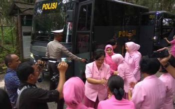 Rombongan Bhayangkari seluruh Kalimantan Tengah tiba di Fasilitas Borneo Orangutan Survival Foundation (BOSF) Nyaru Menteng, Senin (13/3/2017)