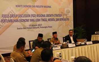 Gubernur Kalteng Sugianto Sabran saat menghadiri undangan Focus Group Discussion yang digelar Komite Ekonomi dan Industri Nasional di Palangka Raya, Senin (13/3/2017).