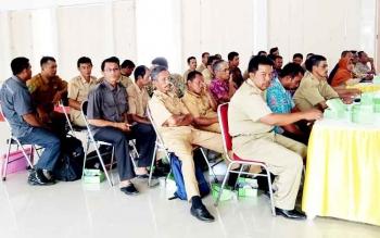 Rapat tata batas desa Kabupaten Sukamara di aula kantor bupati.