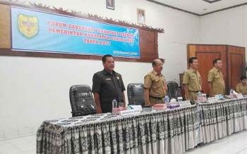Anggota DPRD Gunung Mas, Untung Jaya Bangas (paling kiri) saat menghadiri pembukaan Forum Gabungan Perangkat Daerah, Selasa (14/3/2017)