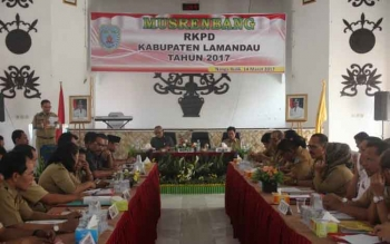 Bupati Marukan saat menyampaikan paparan sekaligus menutup kegiatan Musrenbang RKPD 2017, Selasa (14/3/2017)