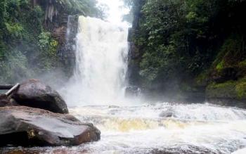 Objek wisata air terjun yang ada di Kecamatan Uut Murung, Kabupaten Murung Raya.