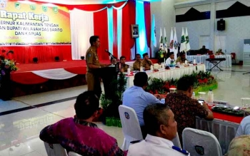 Bupati Barito Utara H Nadalsyah saat memaparkan kegiatan di beberapa sektor Kabupaten Barito Utara pada raker yang dipimpin Gubernur Kalteng, Sugianto Sabran, di Murung Raya, Selasa (14/3/2017).