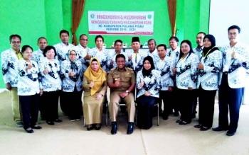Bupati dan Kepala Dinas Pendidikan bersama PGRI Kabupaten Pulang Pisau.