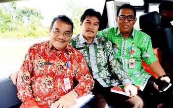 Kepala Badan Penelitian dan Pengembangan Inovasi dan Tekhnologi (BPPIT) Kota Palangka Raya Barit Rayanto (kanan) bersama Kadis Kota lainnya dalam suatu kegiatan.