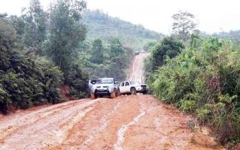 Jalan menuju Desa Sambi Kecamatan Arut Utara, yang selalu sulit dilalui saat musim hujan.