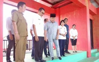 Gubernur Sugianto didampibgu Bupati dan wabup Mhra saat inpeksi persiapan tenpat pelaksanaan STQ 2017, Rabu