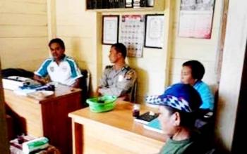 Aparat Kepolsian Polsek GBA pertemuan dengan perangkat desa Tabakanilan