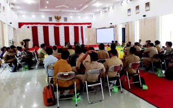Rapat pembahasan tata batas desa di aula Kantor Bupati Sukamara.