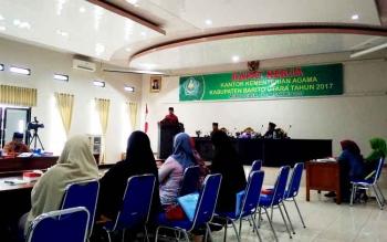 Rapat kerja Kantor Kementerian Agama Kabupaten Barito Utara di aula Bappeda dan Litbang, Kamis (16/3/2017).