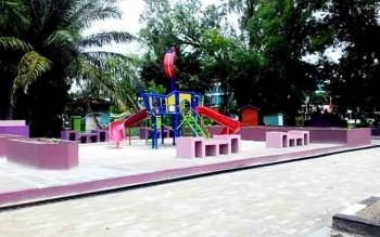 Pemkot Palangka Raya membangun 5 Taman Tematik, salah satunya ialah Taman Bermain Anak di Jalan Yos Sudarso. Ini merupakan salah satu upaya Pemkot Palangka Raya untuk menjadikan Kota Layak Anak.