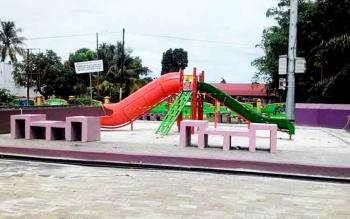 Salah satu fasilitas bermain anak yang disediakan Pemko Palangka Raya. Taman Tematik ini sebagai upaya pemkot menjadikan Palangka Raya sebagai kota layak anak.