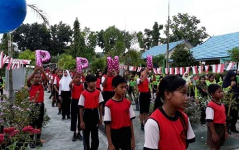 Siswa SDN Mendawai 2 Sukamara saat mengikuti kegiatan cuci tangan yang digelar PPNI Kabupaten Sukamara.