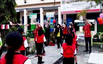 DPD PPNI Kabupaten Sukamara saat menggelar kegiatan cuci tangan di SDN Mendawai 2 Sukamara.