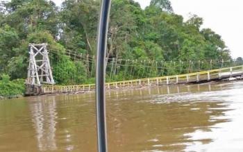 Jembatan Gantung Surapanji yang pernah ambruk.
