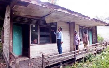 Salah satu rumah dinas guru di Desa Rahaden, Kecamatan Lahei, Kabupaten Barito Utara, memerlukan perbaikan.
