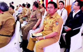 Pelaksana tugas (Plt) Badan Keuangan Daerah (BKD) Kalteng, Kaspinor saat mengikuti Raker Gubernur bersama Bupati kawasan DAS Barito di Puruk Cahu, Selasa lalu. Ia menyerukan pentingnya memerhatikan sarana prasarana pendukung dalam pengamanan target pendap