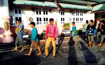 Buruh PT BAFM usai dipertemukan dengan Pemkab Pulang Pisau dengan rombongan Pemkab dan DPRD dari Minahasa Tenggara, di Pemkab Pulang Pisau Jumat (17/3/2017).