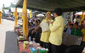Ketua DPD Partai Golkar Provinsi Kalimantan Tengah, H M Ruslan AS saat membacakan nomor undian.