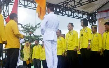 Ketua DPD Partai Golkar Kalteng HM Ruslan melantik pengurus DPD Partai Golkar Katingan, Minggu (19/3/2017)