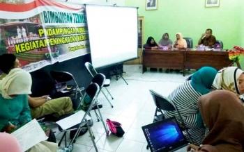 Sembilan Kelompok Usaha Bersama Ekonomi (Kube) dari beberapa kecamatan di Kobar saat mengikuti Bimtek di Dinas Sosial Kobar, Senin (20/3/2017).