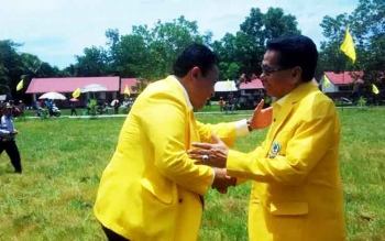 Ketua DPD Partai Golkar Provinsi Kalteng HM Ruslan AS saat disambut Ketua DPD Partai Golkar Kabupaten Pulang Pisau di Desa Kanamit, Kecamatan Maliku, Senin (20/3/2017).