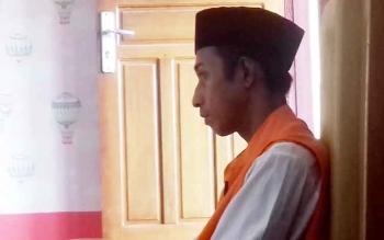 Noval terdakwa kasus penggelapan saat di Pengadilan Negeri Sampit, Senin (20/3/2017)