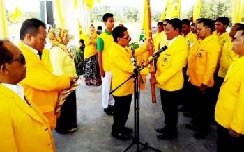 Ketua DPD Partai Golkar Provinsi Kalimantan Tengah HM Ruslan AS saat melantik Pengurus DPD Golkar Kabupaten Pulang Pisau, Senin (20/3/2017).