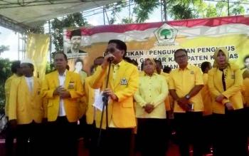 HM Ruslan AS menyampaikan sambutan di hadapan masyarakat saat pelantikan pengurus DPD Partai Golkar Kapuas.