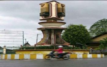 Tugu Adipura di Kota Pangkalan Bun, Kabupaten Kotawaringin Barat.