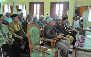 Para tokoh agama menghadiri acara penyuluh di Gedung Pertamuan Umum Palampang Tarung, Palangka Raya, Selasa (21/3/2017)