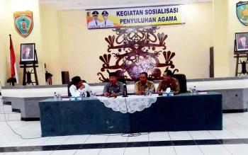 Wali Kota Palangka Raya, Riban Satia menghadiri kegiatan Sosialisasi Penyuluhan Agama di Gedung Pertemuan Umum (GPU) Palampang Tarung, Selasa (12/3/2017)