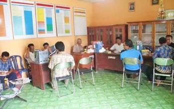 Rapat rancangan APBDesa pemerintah desa Sungai Pakit Kecamatan Pangkalan Banteng Kabupaten Kotawaringin Barat (Kobar). Dalam sistem laporan keuangan, seluruh desa di Kobar tahun 2017 ini harus menggunakan aplikasi keuangan desa.