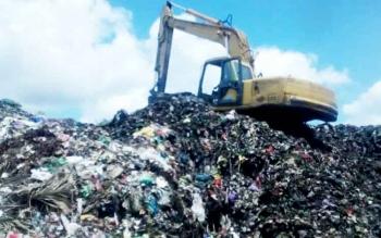 Sampah menggunung di TPA Tjilik Riwut km 14, Palangka Raya.