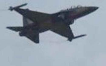 Pesawat tempur milik TNI AU yang melintas di langit Pangkalan Bun, Rabu (22/3/2017)